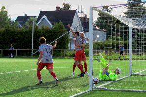 Read more about the article Jubelen stilnet på Strømmen stadion – bilder fra kampen