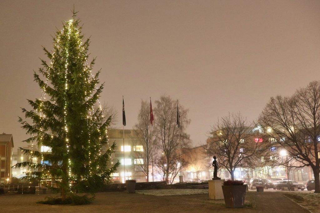 Strømmen Vel, Akershusmuseet, Strømsveien. Julegran-tenning 1. advent 2020. Foto: Vårt Strømmen, vartstrommen.no.