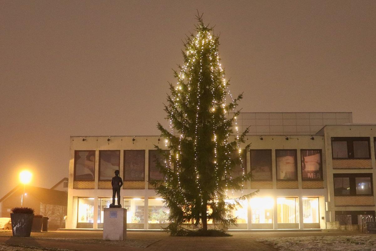 You are currently viewing Over 70 år lang tradisjon – julegranen på Strømmen tent, men uten publikum