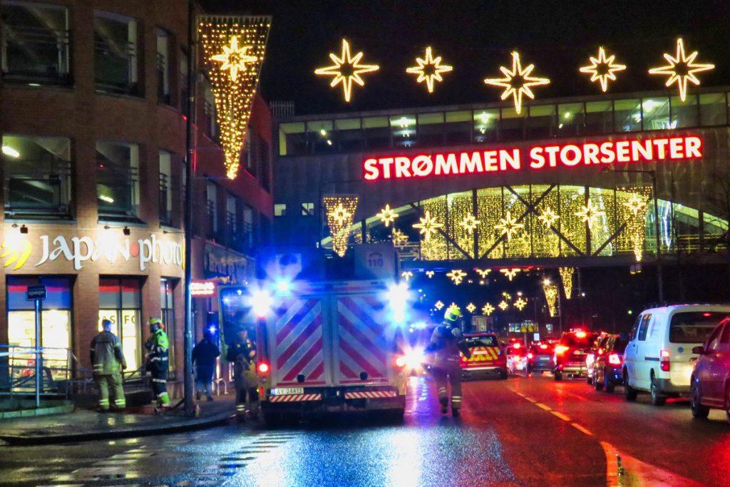 Strømmen Storsenter. Bilbrann 2. desember 2020. Foto: Vårt Strømmen, vartstrommen.no.