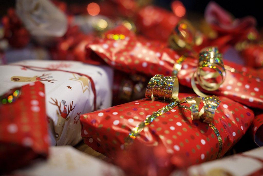 julegaver, julehandel, gaver. Kjøpesenter, varehandel. Illustrasjonsbilde.