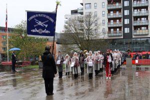 Read more about the article 17. mai-bildereportasje fra Strømmen og video av skolekorpset