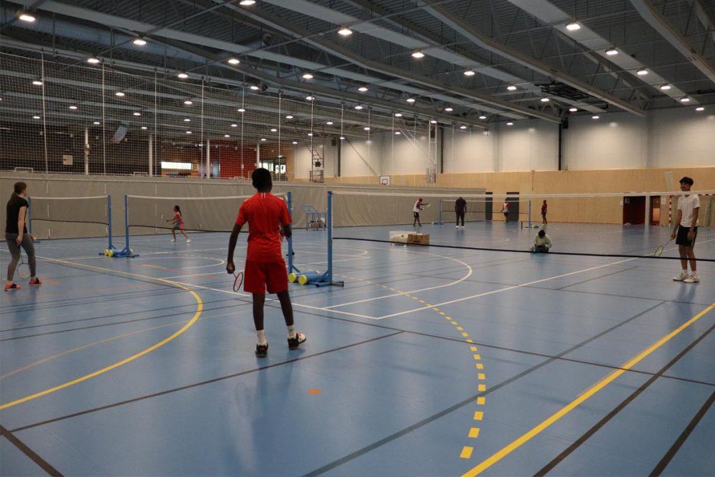 Strømmen badminton, idrett Slorahallen. Lillestrøm kommune. Barn og ungdom. Foto: Vårt Strømmen, vartstrommen.no.