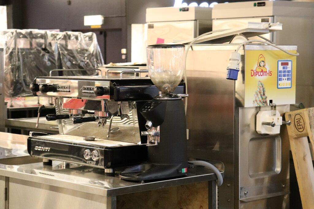 Strømmen Storsenter. Ice Dream is- og kaffebar, kafé og møteplass. Foto: Vårt Strømmen.