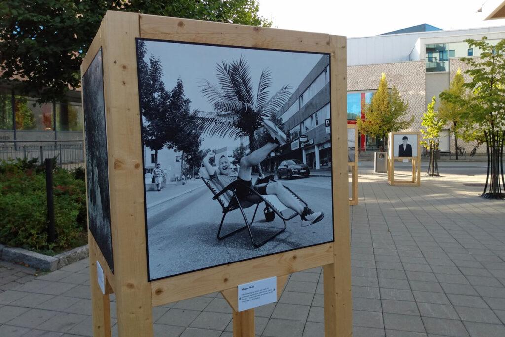 Fotoutstillingen Strømlingen ble åpnet i slutten av august. Portrettbildet av Magne Wold er tatt av fotograf Ronny Østnes. Foto: Vårt Strømmen, vartstrommen.no.